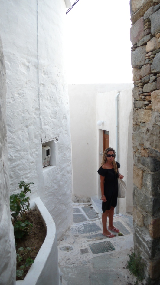 white paths in Sifnos