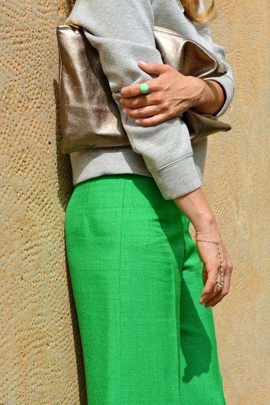 grey>green